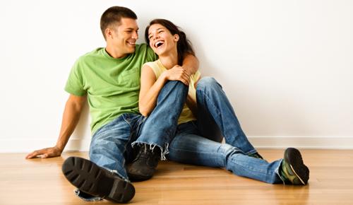 happy couple successful marriage feature - نشانه های مردی که همسرش را دوست دارد