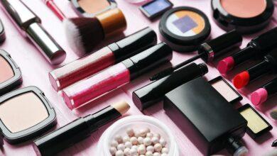 shutterstock 545335783 390x220 - با ۱۰ مورد از برترین برندهای آرایشی دنیا آشنا شوید