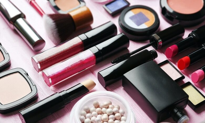 shutterstock 545335783 780x470 - با ۱۰ مورد از برترین برندهای آرایشی دنیا آشنا شوید