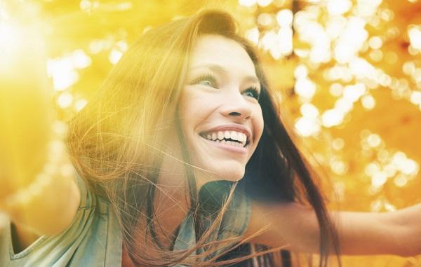 happy women - چگونه شاد زندگی کنیم؟ 27 نکته برای داشتن زندگی زیباتر