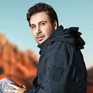 Mohsen Chavoshi Coffeehaye Shologh 300x300 - دانلود آهنگ آخ که چقدر خوبه قدم زدن با تو محسن چاوشی