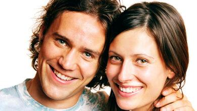 confident couple 390x220 - چگونه بفهمیم با هم تفاهم داریم؟ ۱۵ نشانه تفاهم داشتن زن و شوهر