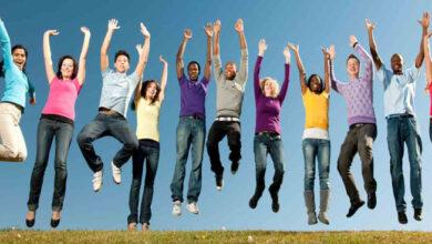 happy people 390x220 - فعالیت اجتماعی چیست؟ با مسئولیت اجتماعی شخصی (PSR) آشنا شوید