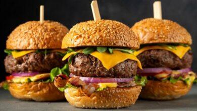 How to make an American hamburger 4 390x220 - طرز تهیه همبرگر آمریکایی با طعمی متفاوت