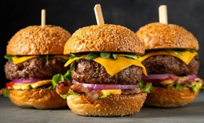 How to make an American hamburger 4 780x470 - طرز تهیه همبرگر آمریکایی با طعمی متفاوت