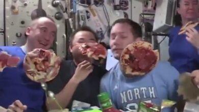 60787 681 390x220 - فیلم جالب پیتزا خوردن در ایستگاه فضایی در بیوزنی
